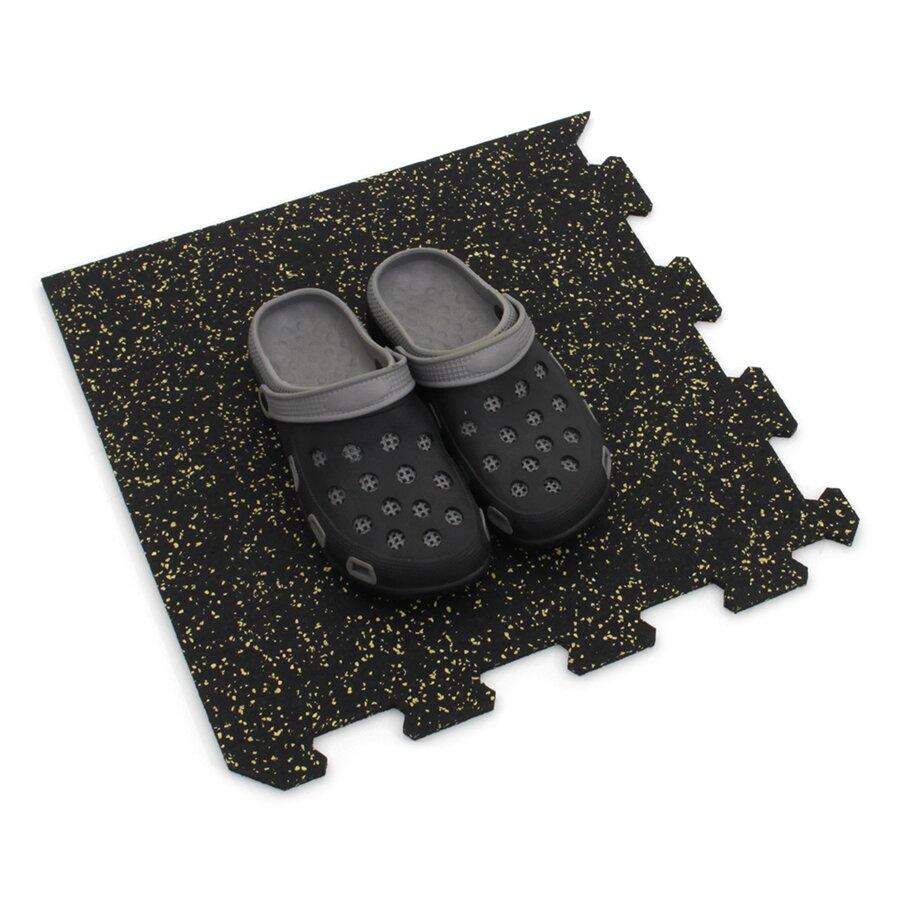 Černo-žlutá gumová puzzle modulová dlažba FLOMA SF1050 FitFlo - délka 47,8 cm, šířka 47,8 cm a výška 0,8 cm