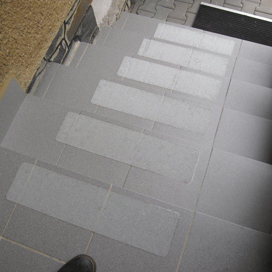 Korundová protiskluzová průhledná samolepící podlahová páska (pás) - délka 61 cm a šířka 15,2 cm