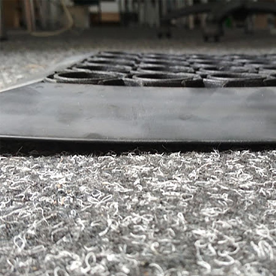 Gumová náběhová hrana pro vstupní rohože a čistící zóny FLOMA - délka 1 cm, šířka 4,5 cm a výška 2 cm