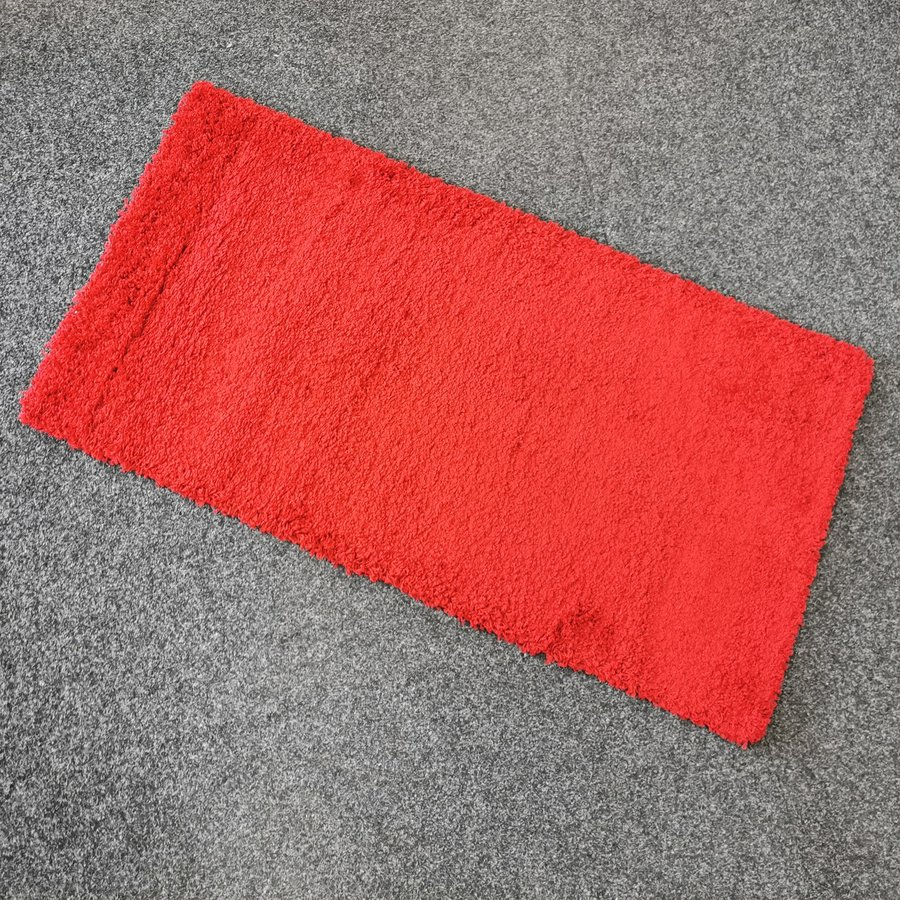 Červený koberec Shaggy - délka 150 cm a šířka 80 cm