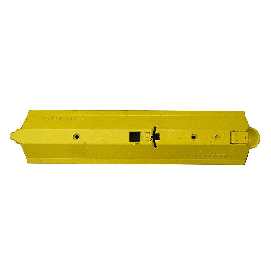 """Žlutý plastový silniční vodící práh """"CZ 3"""" - délka 109,5 cm, šířka 24,8 cm a výška 9 cm"""