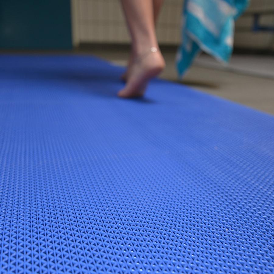 Modrá bazénová protiskluzová rohož Gripwalker Lite - délka 12,2 m, šířka 91 cm a výška 0,53 cm