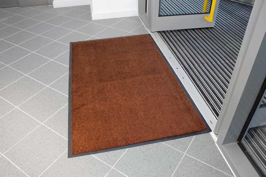 Hnědá textilní vstupní vnitřní čistící rohož - délka 120 cm, šířka 180 cm a výška 0,7 cm