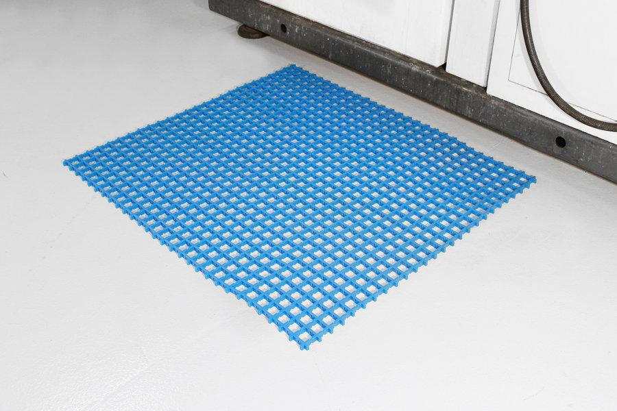 Modrá univerzální průmyslová protiskluzová olejivzdorná rohož (mřížka 22 x 22 mm) - délka 5 m, šířka 90 cm a výška 1,2 cm