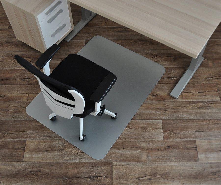 Stříbrná podložka pod židli na hladké povrchy - délka 120 cm, šířka 90 cm a výška 0,15 cm