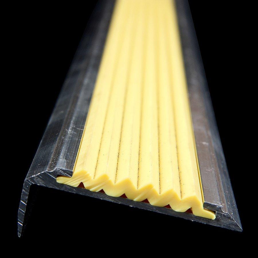 Žlutá hliníková schodová hrana s protiskluzovým páskem Antislip, FLOMAT - šířka 5,3 cm a výška 2 cm