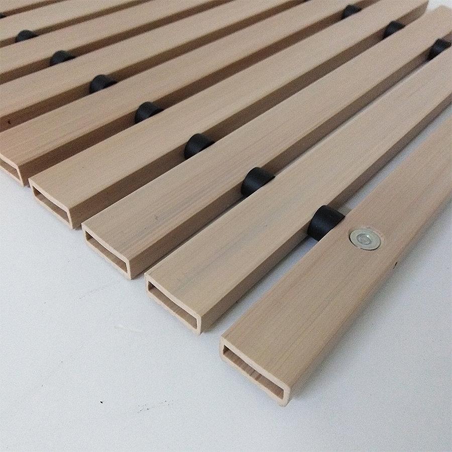 Světle hnědá plastová čistící vstupní rohož FLOMA Woody - délka 1 cm, šířka 1 cm a výška 1,2 cm