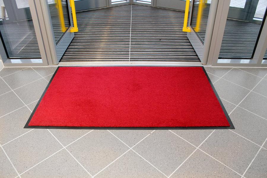 Červená textilní vstupní vnitřní čistící rohož - délka 90 cm, šířka 150 cm a výška 0,7 cm