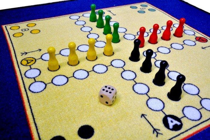 Různobarevný kusový dětský hrací koberec - délka 92 cm a šířka 92 cm