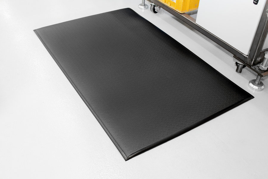 Černá gumová průmyslová protiúnavová rohož - délka 18,3 m, šířka 60 cm a výška 1,25 cm