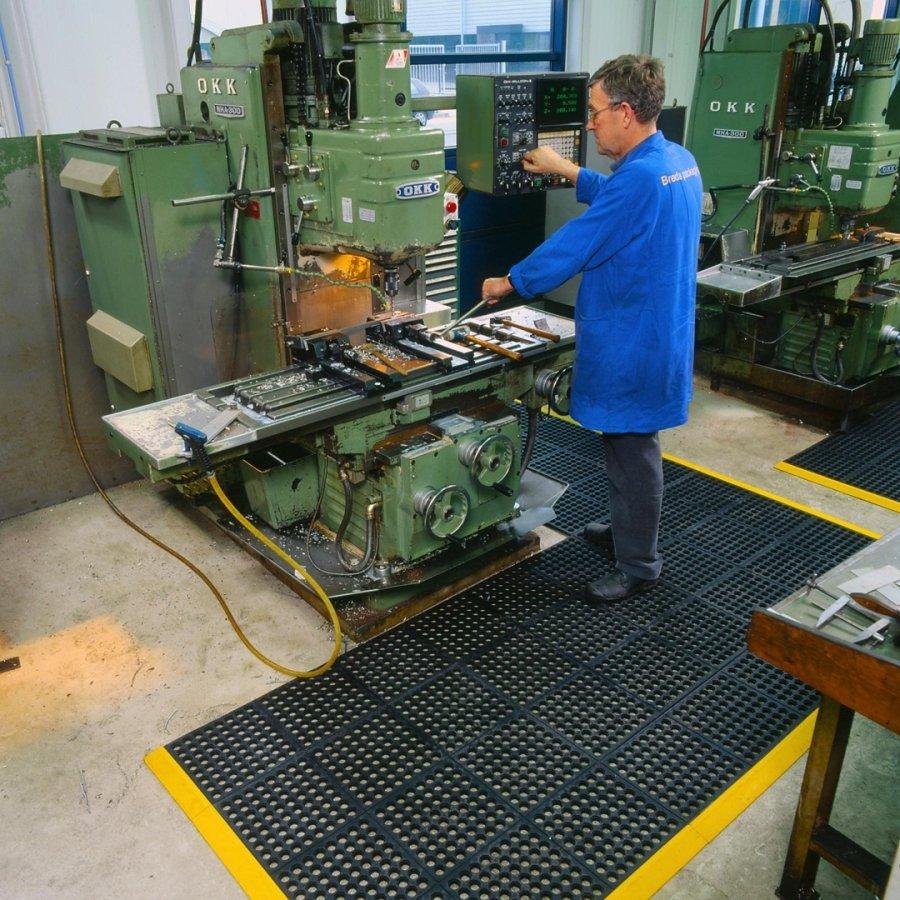 Černá gumová průmyslová modulová rohož Cushion Easy Nitrile GSII FR - délka 91 cm, šířka 91 cm a výška 1,9 cm