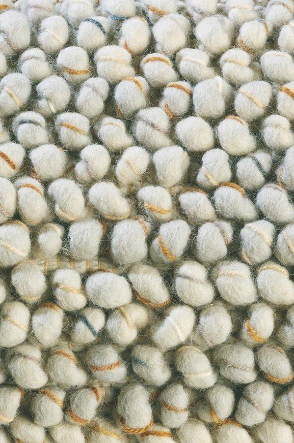 Béžový kusový luxusní koberec Cobble