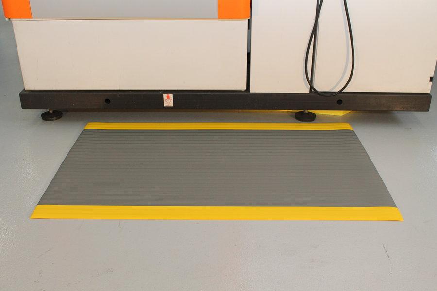 Šedo-žlutá průmyslová protiúnavová protiskluzová pěnová rohož - délka 150 cm, šířka 90 cm a výška 0,9 cm