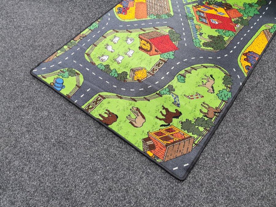 Různobarevný dětský hrací kusový koberec Farma 2 - délka 110 cm a šířka 200 cm