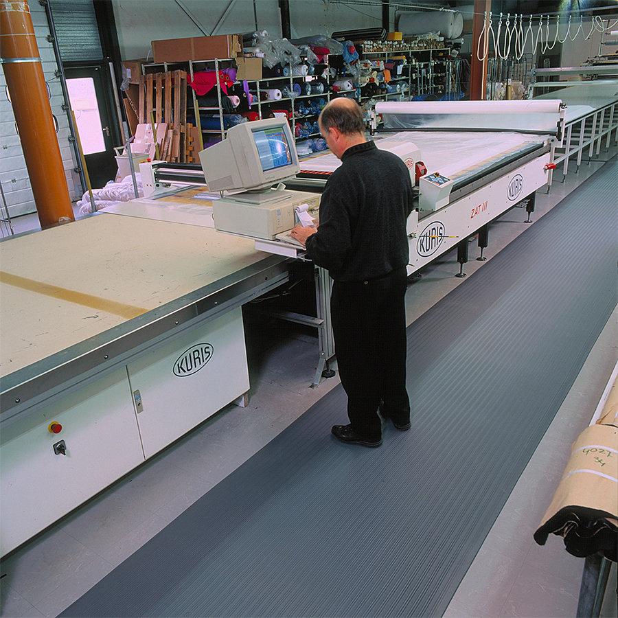 Černo-žlutá protiúnavová průmyslová rohož (metráž) Airug - délka 1 cm a výška 0,94 cm