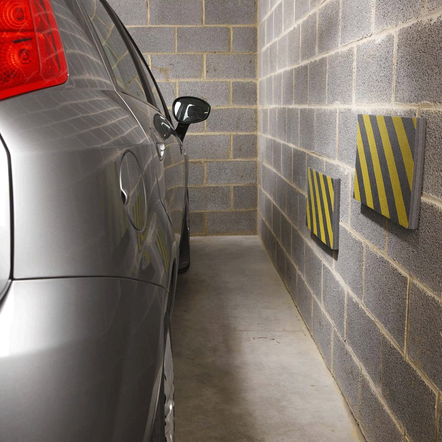 Černo-žlutý pěnový pás na ochranu stěn - délka 50 cm, výška 25 cm a tloušťka 2,5 cm