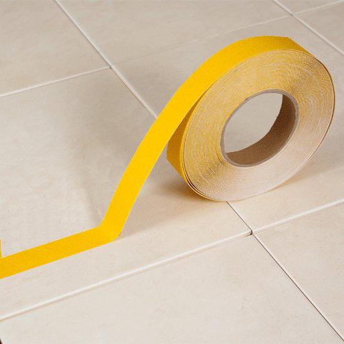 Žlutá korundová protiskluzová páska - délka 18 m a šířka 2,5 cm