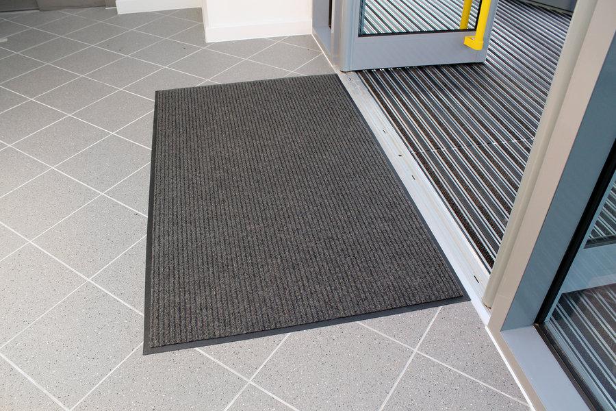 Šedá textilní vstupní vnitřní čistící rohož 04 - délka 90 cm, šířka 150 cm a výška 0,7 cm