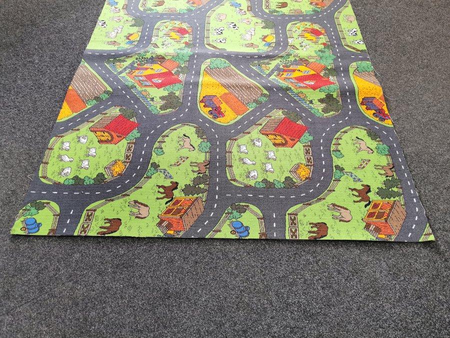 Různobarevný dětský hrací kusový koberec Farma 2 - délka 250 cm a šířka 200 cm
