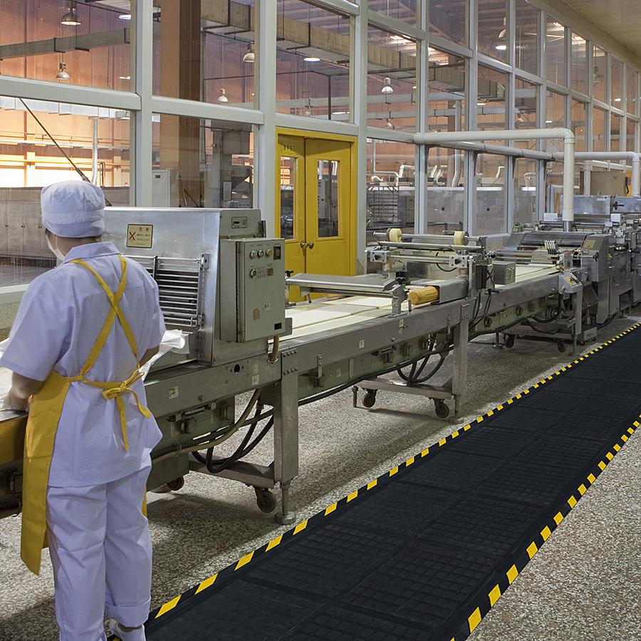 Černo-žlutá podlahová protiúnavová modulová rohož - šířka 111 cm a výška 1,9 cm