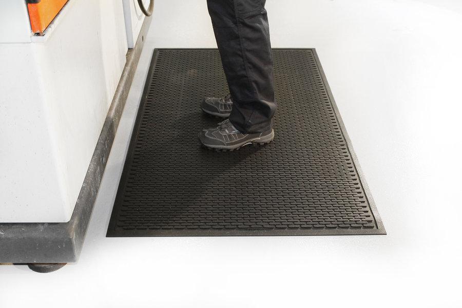Černá gumová průmyslová protiskluzová rohož - délka 175 cm, šířka 115 cm a výška 0,6 cm