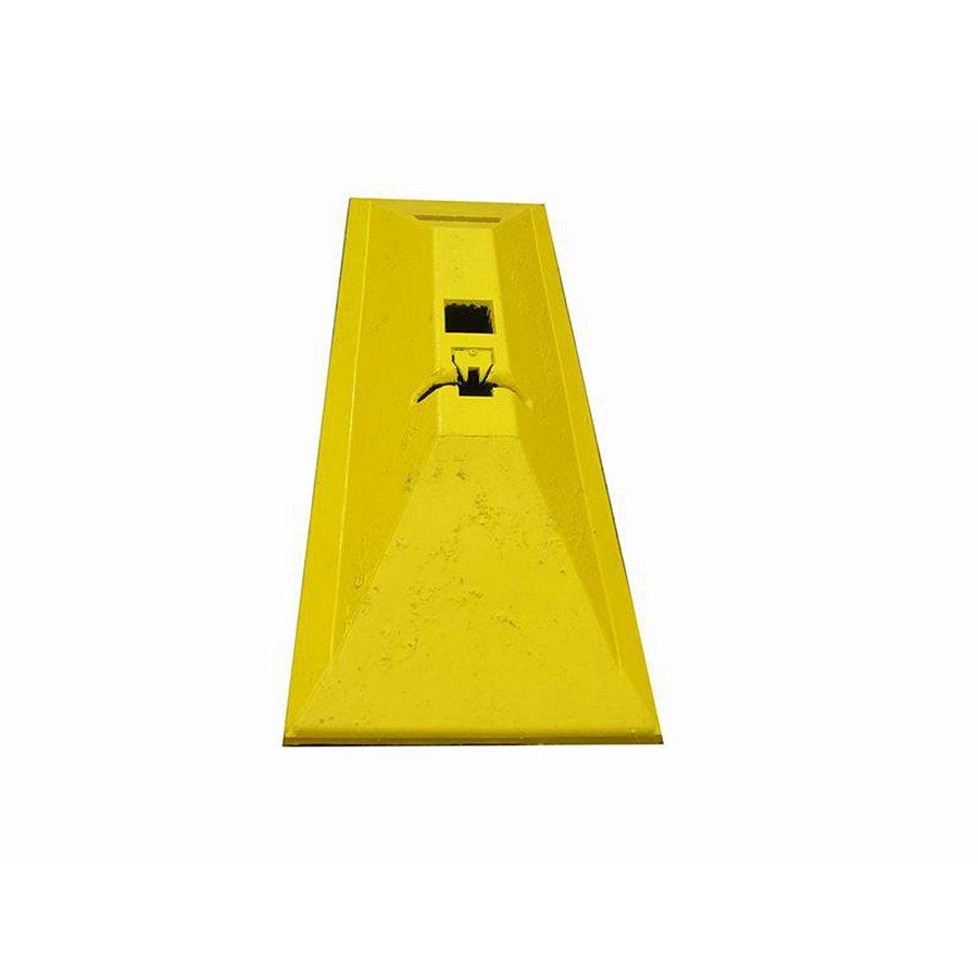 """Žlutý plastový silniční vodící práh """"CZ 7"""" - délka 63 cm, šířka 24,8 cm a výška 9 cm"""