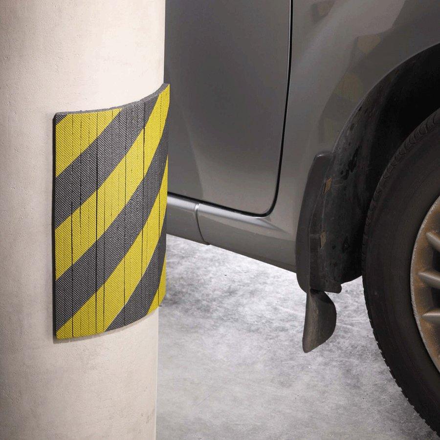 Černo-žlutý pěnový ochranný pás - délka 30 cm, výška 20 cm a tloušťka 1 cm