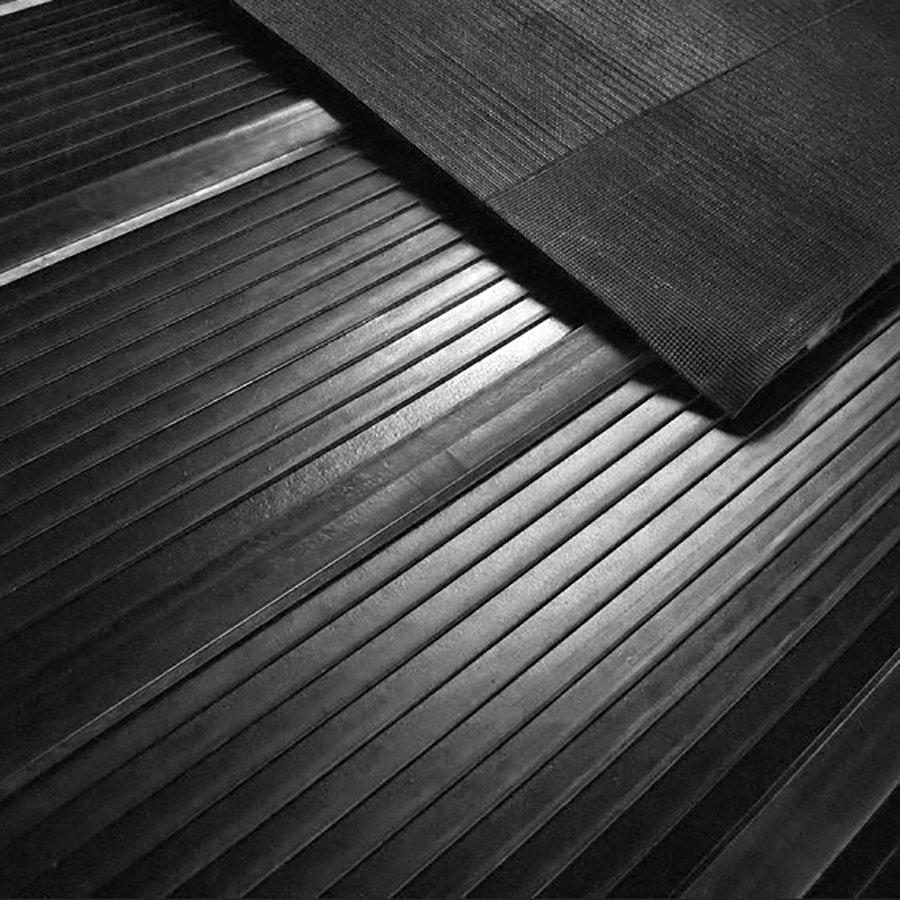 Gumová schodnice na rampy přepravních vozíků a přívěsů FLOMA - délka 200 cm a šířka 240 cm