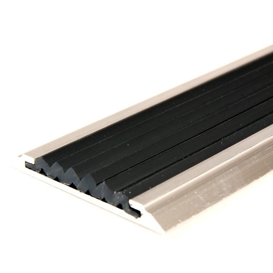Černá hliníková schodová lišta s protiskluzovým páskem Antislip, FLOMAT - šířka 5,3 cm a výška 0,6 cm