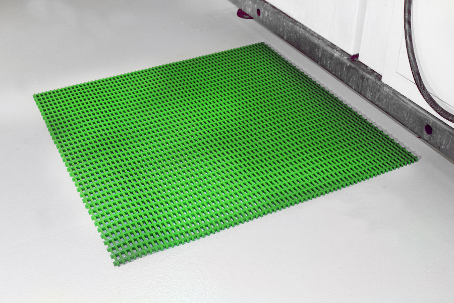 Zelená univerzální průmyslová protiskluzová olejivzdorná rohož (mřížka 22 x 22 mm) - délka 10 m, šířka 60 cm a výška 1,2 cm