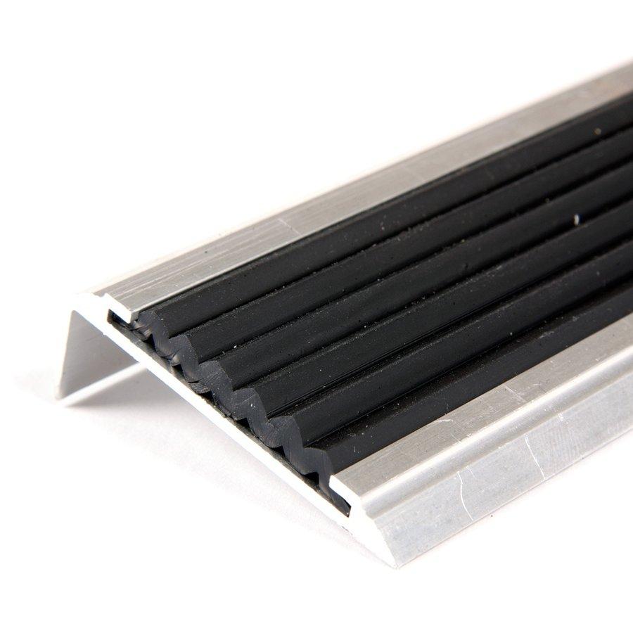 Černá hliníková schodová hrana s protiskluzovým páskem Antislip, FLOMAT - šířka 5,3 cm a výška 2 cm