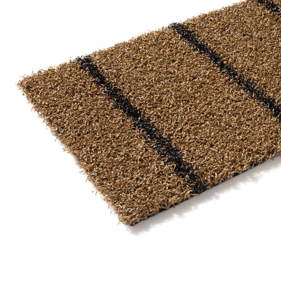 Hnědý metrážový umělý trávník Colourfull Grass, Teak-Black, FLOMA - délka 1 cm a výška 1,4 cm