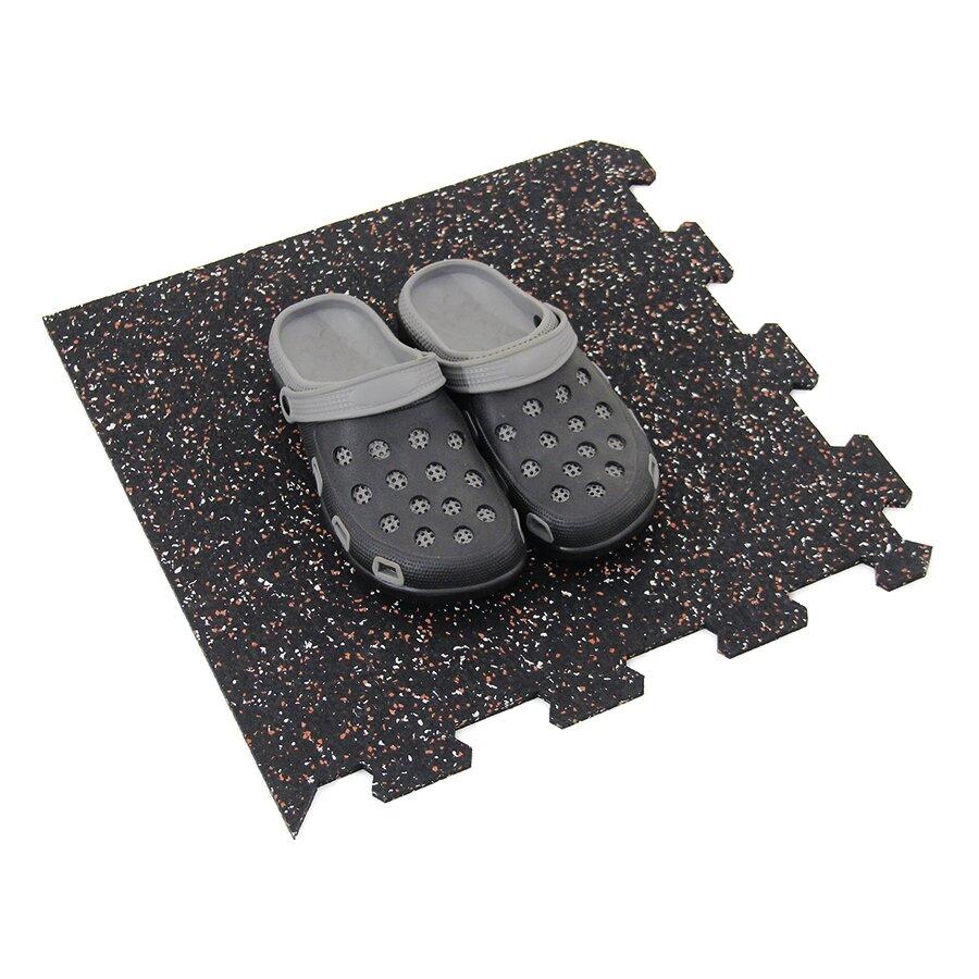 Černo-bílo-červená gumová modulová puzzle dlažba (roh) FLOMA FitFlo SF1050 - délka 47,8 cm, šířka 47,8 cm a výška 0,8 cm