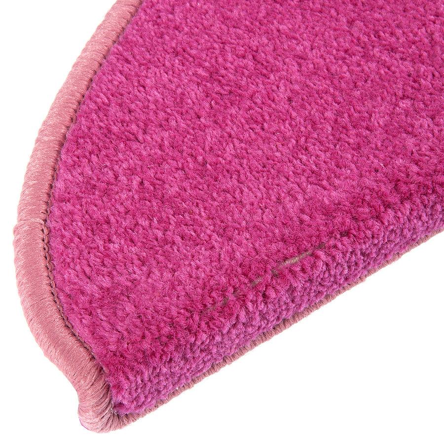 Růžový kobercový půlkruhový nášlap na schody Eton - délka 20 cm a šířka 65 cm
