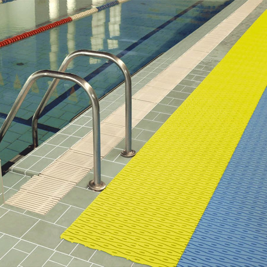 Šedá plastová bazénová rohož - délka 12 m, šířka 60 cm a výška 0,8 cm