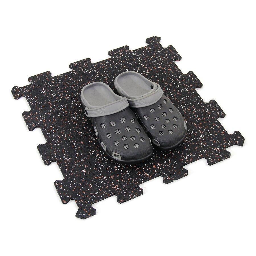 Černo-bílo-červená gumová modulová puzzle dlažba (střed) FLOMA FitFlo SF1050 - délka 47,8 cm, šířka 47,8 cm a výška 0,8 cm