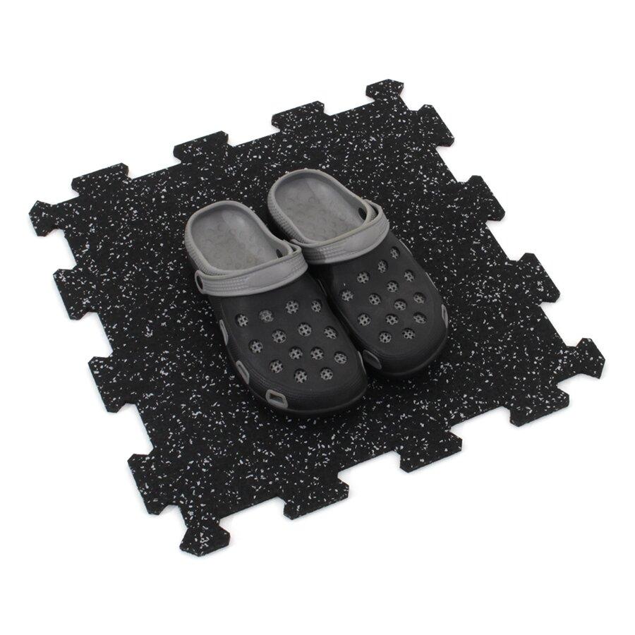 Černo-šedá gumová puzzle modulová dlažba FLOMA SF1050 FitFlo - délka 95,6 cm, šířka 95,6 cm a výška 1,6 cm