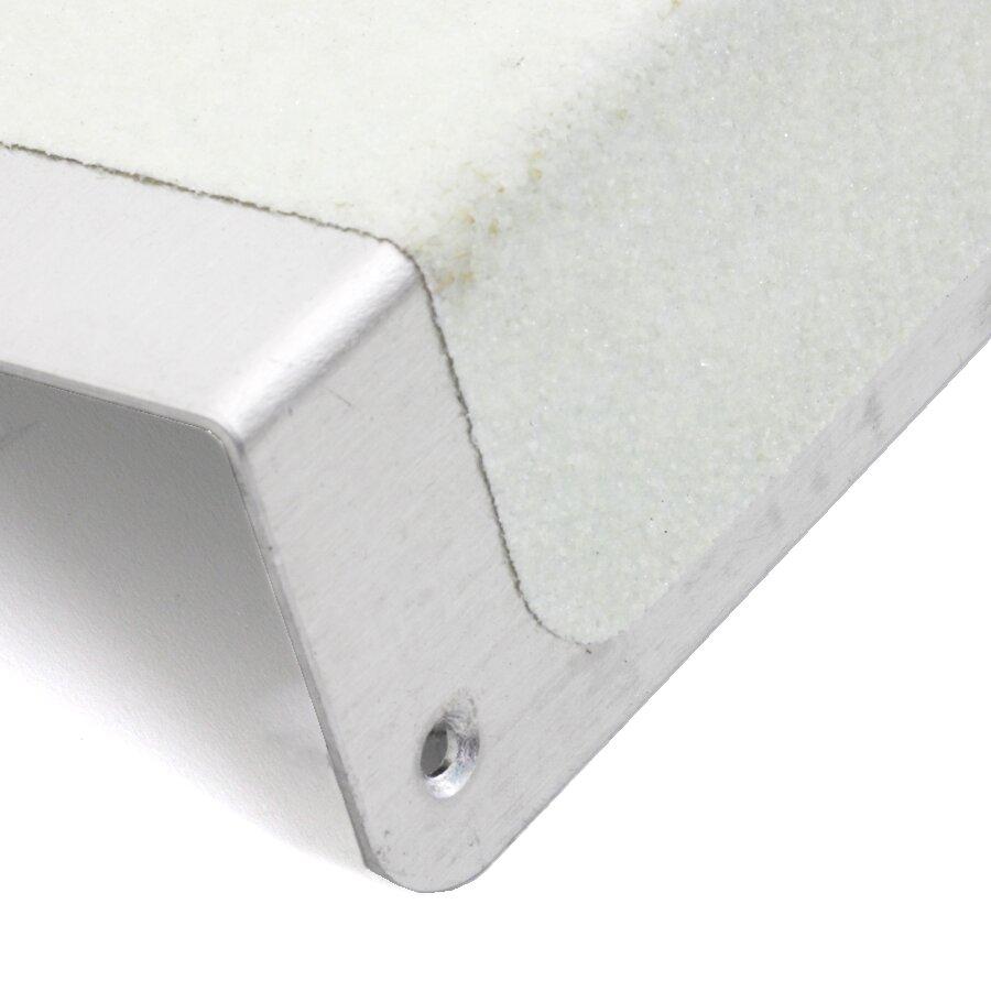 Hliníkový fotoluminiscenční protiskluzový nášlap na schody FLOMA Glow in the Dark Bolt Down Plate - délka 63,5 cm, šířka 12 cm, výška 4,5 cm a tloušťka 1,6 mm