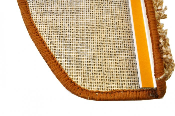Béžový kobercový půlkruhový nášlap na schody Shaggy - délka 24 cm a šířka 65 cm