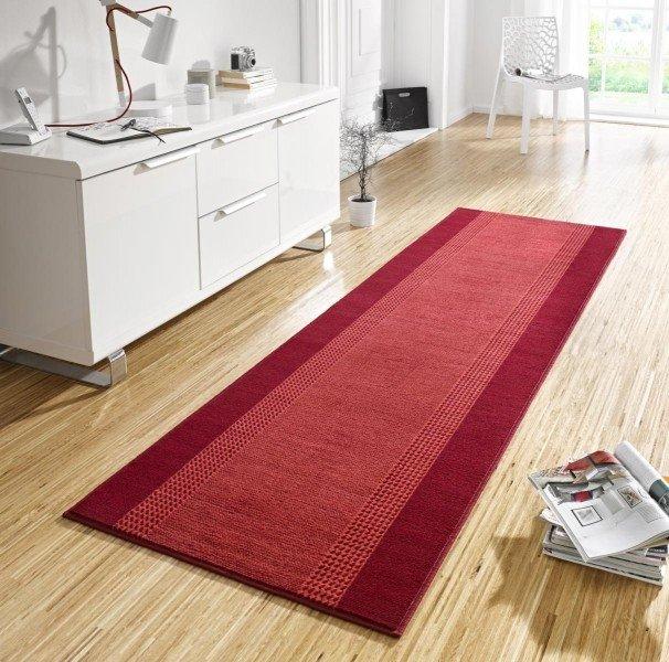 Červený kusový moderní koberec Basic