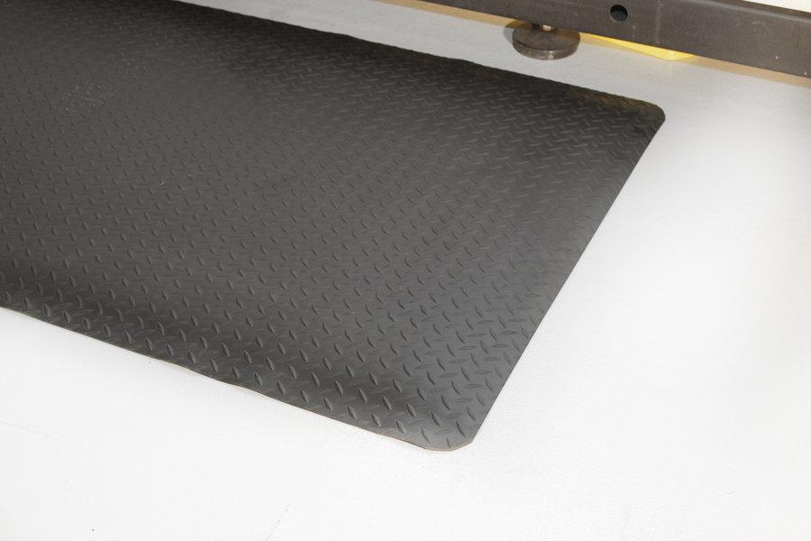 Černá gumová průmyslová protiúnavová rohož - délka 1830 cm, šířka 120 cm a výška 1,4 cm