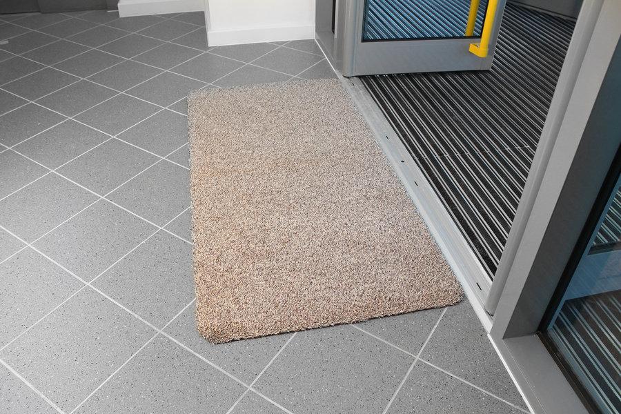 Béžová bavlněná vstupní vnitřní čistící rohož - délka 150 cm, šířka 75 cm a výška 0,4 cm