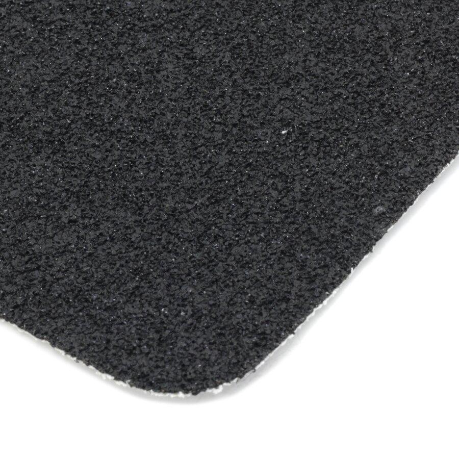 Černá korundová protiskluzová páska (pás) FLOMA Super - délka 15 cm, šířka 61 cm a tloušťka 1 mm