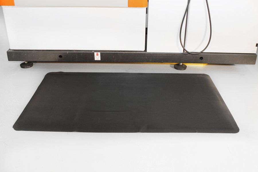 Černá gumová průmyslová protiúnavová rohož - délka 90 cm, šířka 60 cm a výška 1 cm