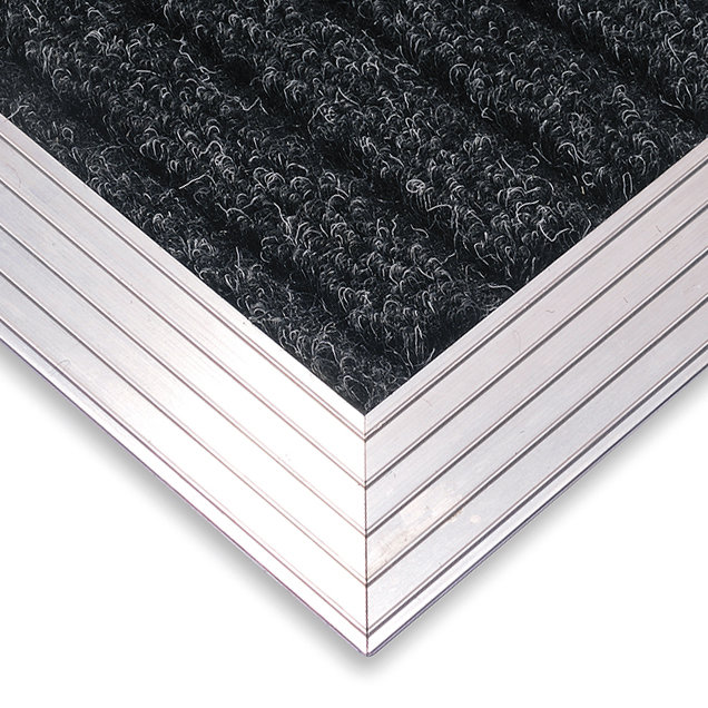 Hliníkový náběhový rám pro vstupní rohože a čistící zóny FLOMA - délka 1 cm, šířka 4,5 cm a výška 1 cm