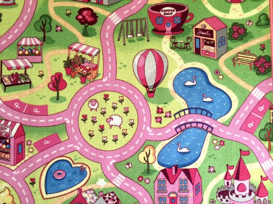 Různobarevný dětský hrací kusový koberec Růžové město - šířka 133 cm