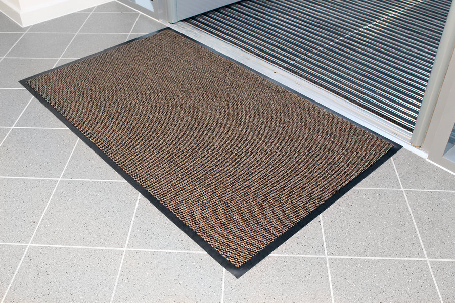 Hnědá textilní čistící vnitřní vstupní rohož - délka 90 cm, šířka 150 cm a výška 0,7 cm