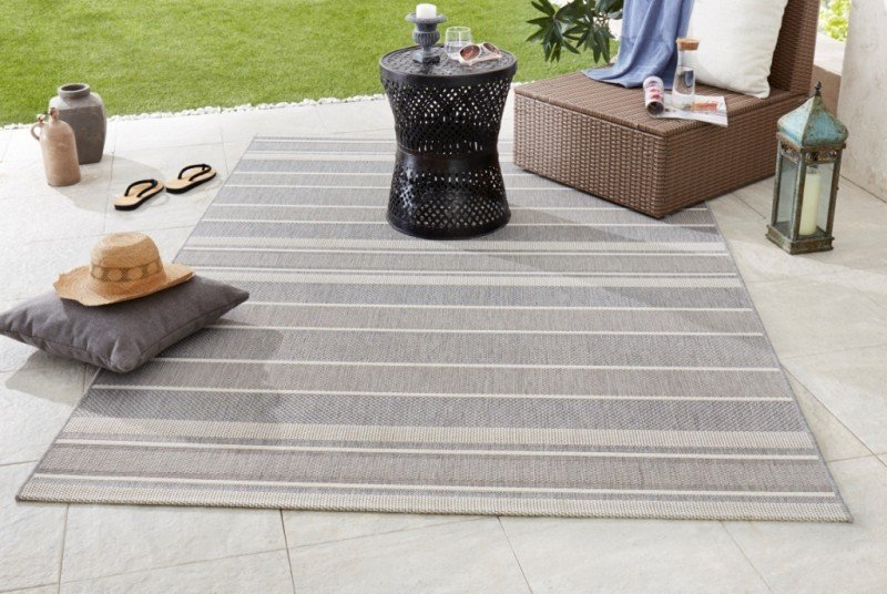 Šedý kusový koberec Meadow