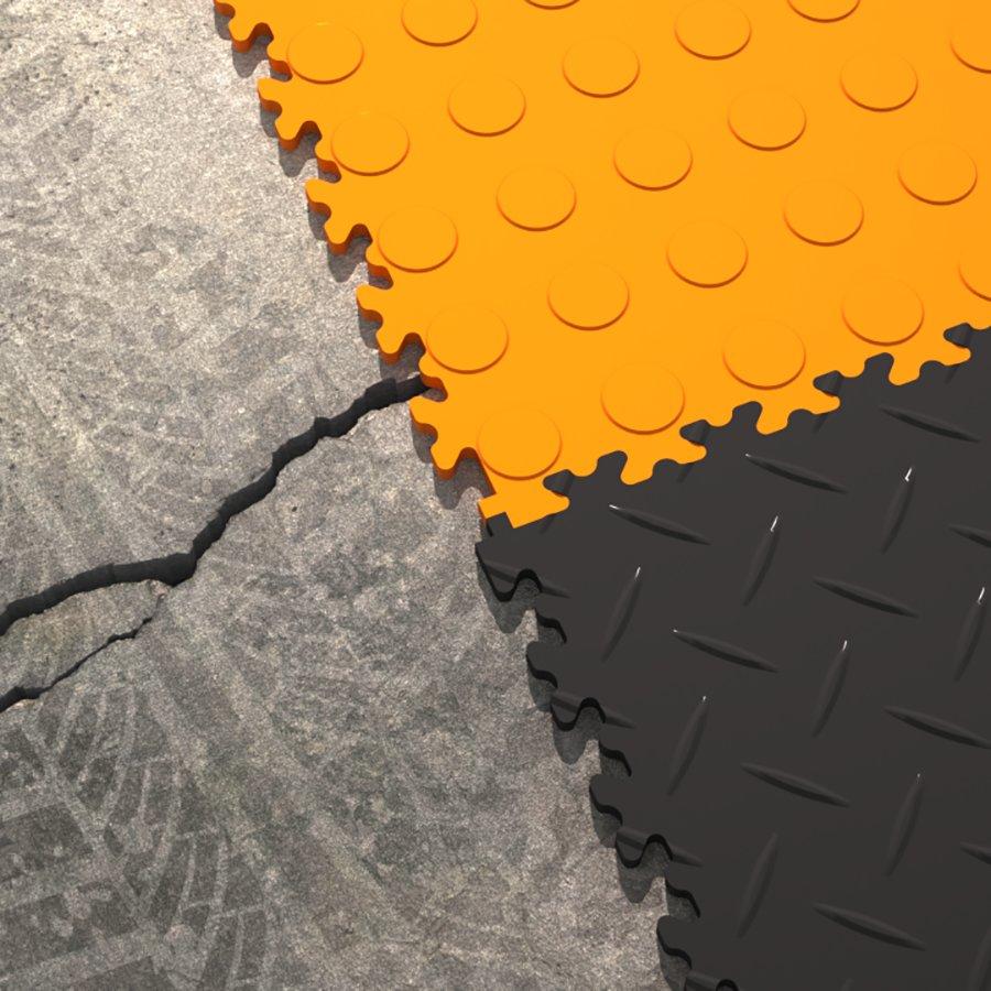 Plastové dlaždice Fortelock - verze Industry nebo Light - detail spojení dlaždic - dva různé dezény, což není standardní využití.