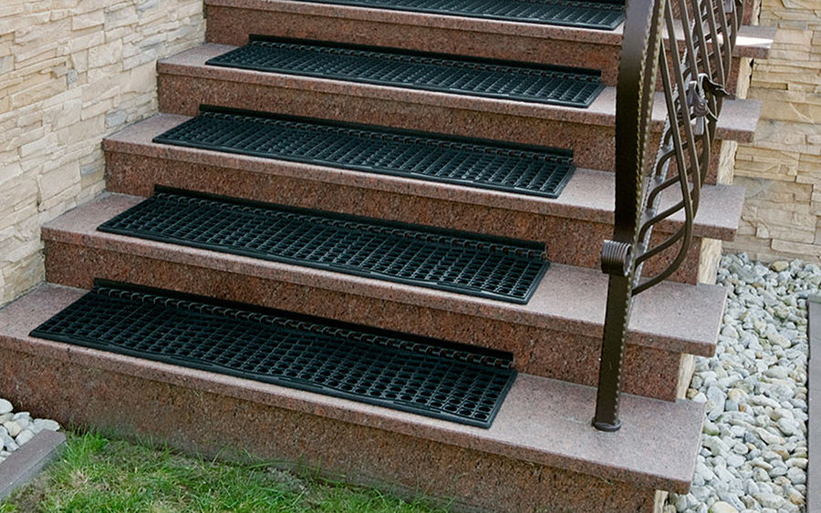 Protiskluzová řešení kluzkých povrchů a schodišť